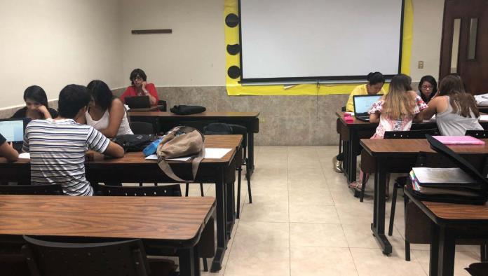 Alumnos egresados de la carrera de Ciencias de la Educación de UANE obtuvieron destacaron en el examen de oposición aplicado por la SEP.