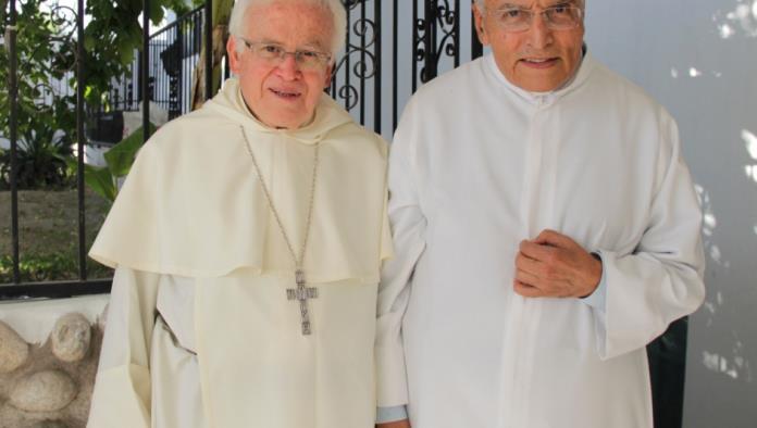 El Padre Gilberto Almaraz fue dado de alta en la clínica San José.