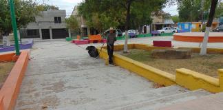 Vecinos mantienen limpias sus plazas