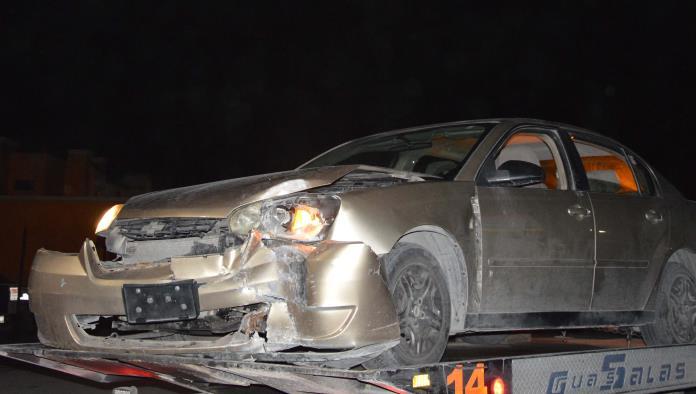 El automóvil fue encontrado sobre el camellón central en la avenida Colombia de la Miravalle.