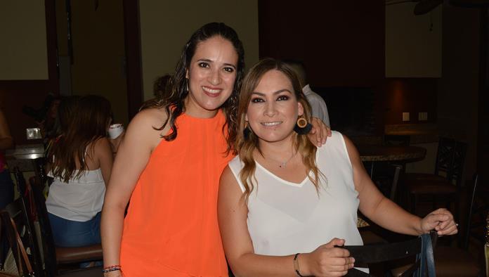 Claudia Barrera celebra con amigas