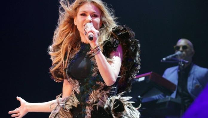 Paulina Rubio queda en ridículo en pleno concierto
