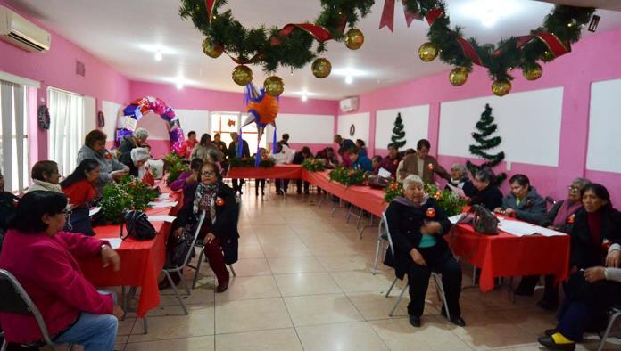Las abuelitas del Club Bellas Flores del Amanecer, festejaron su posada.