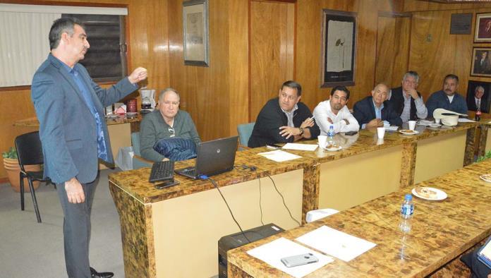 El juez Hiradier Huerta acudió a las oficinas de la Cámara Mexicana de la Industria de la Construcción (CMIC) para reunirse con integrantes de la iniciativa privada.
