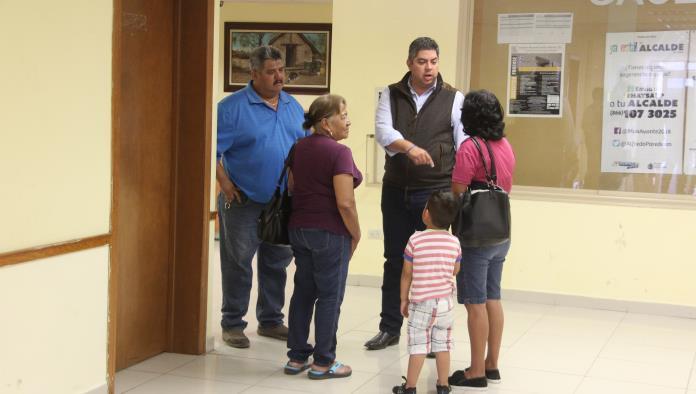 Alfredo Paredes no quiso ahondar en el tema de entrega de cheques a su secretaria.