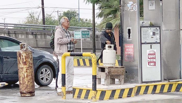 Con el descenso de las temperaturas se ha incrementado la demanda de Gas Lp, es por ello que las diferentes estaciones de servicio se están preparando al máximo para descartar un desabasto.