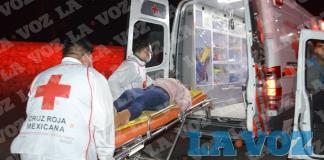 Choca camioneta  y lesiona a mujer
