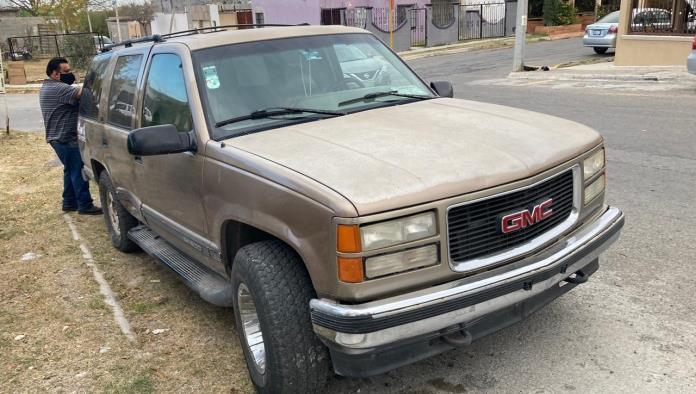 El vehículo Aveo de color gris fue el responsable del percance.