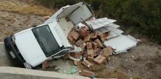 Vuelca  camioneta  de Barcel