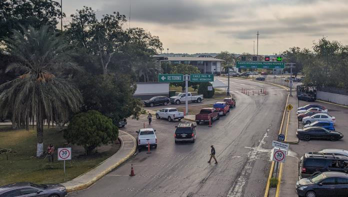 La mañana de este lunes, el administrador de Aduanas en Piedras Negras, José Luis Peña Vázquez fue notificado que deberá presentar su renuncia a la brevedad, por situaciones aun sin esclarecer.