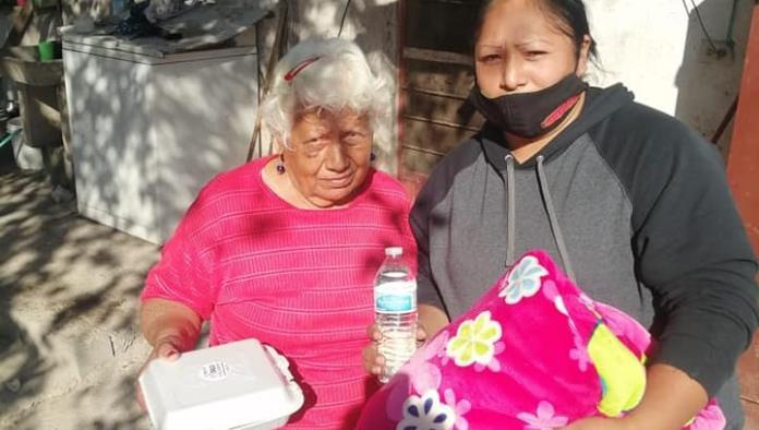 Entregan  apoyos  a abuelos