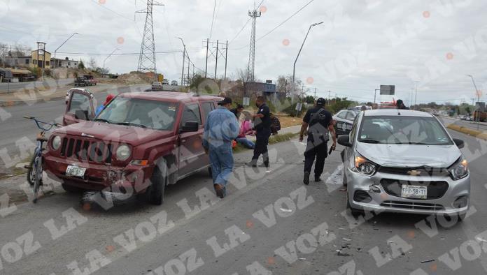 Tres personas lesionadas y cuantiosos daños materiales fue el saldo de un choque.