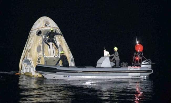 Cápsula Dragon de SpaceX trae sanos y salvos a 4 astronautas