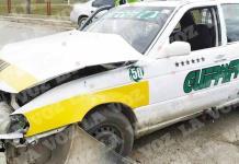 Ocasiona taxista fuerte choque