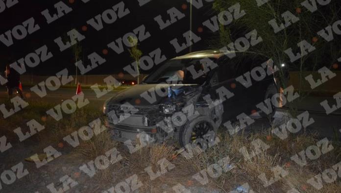 Ambos vehículos terminaron con daños de consideración tras el fuerte impacto.