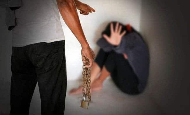 Secuestran a menores para violarlas y venderlas al mejor postor