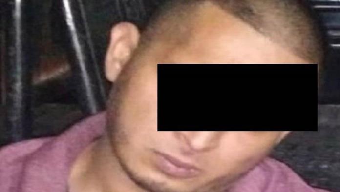 """El sujeto fue identificado como Daniel """"N"""" de 31 años, por realizar disparos y traer cristal."""