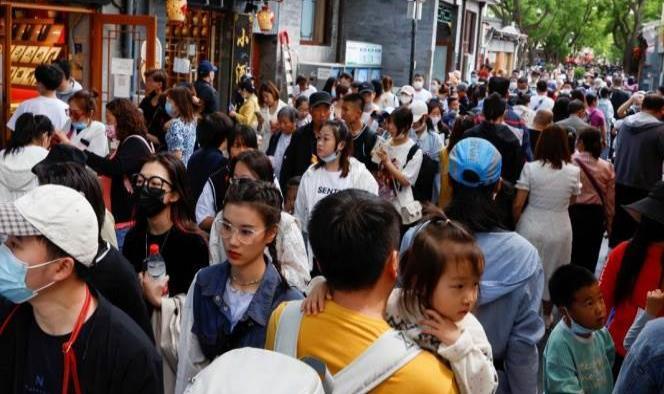 Chinos salen en masa a las calles, sin miedo a la pandemia