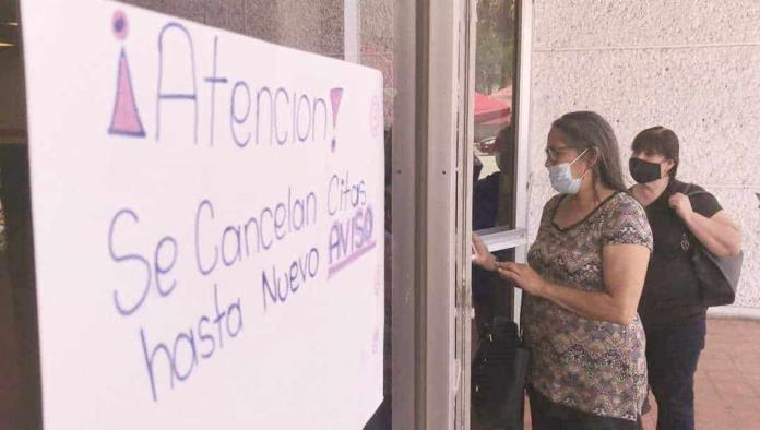 Los servidores de la nación solo pegaron pancartas al exterior del gimnasio Milo Martínez.