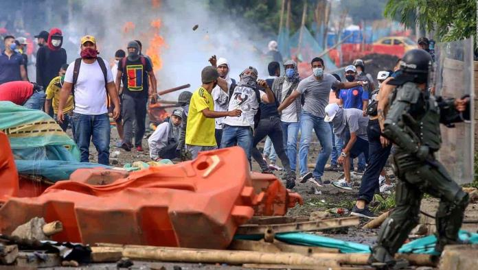 Alarmantes imágenes de Colombia revelan una respuesta brutal a los manifestantes