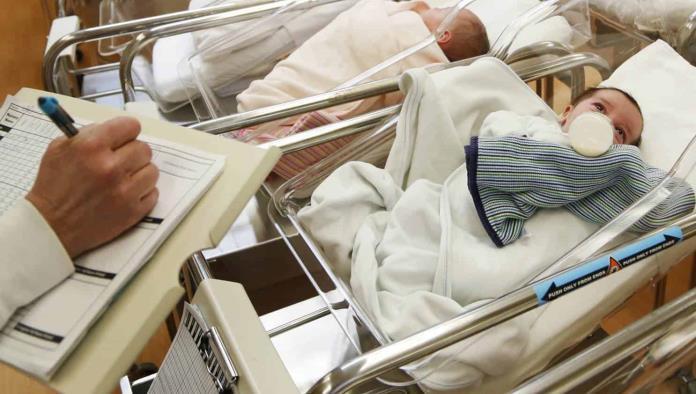Tasa de natalidad en EU cae a su nivel más bajo en un siglo