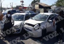 Lesiona a 4 en accidente