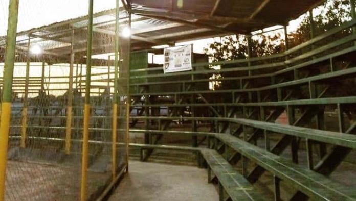 Iluminan en San Buena la Unidad Deportiva