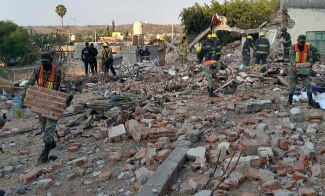 Mueren 2 mujeres tras explosión en templo de Aguascalientes