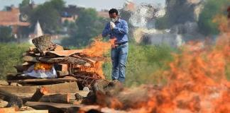 India supera por primera vez la barrera de las 4 mil muertes diarias