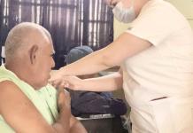 Vacunan a abuelitos cuidados por el Homy