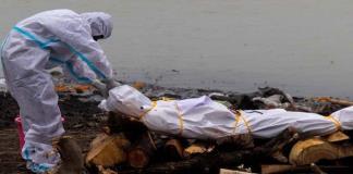 Hallan en India más de 70 cadáveres flotando en río Ganges; desconocen causa de la muerte