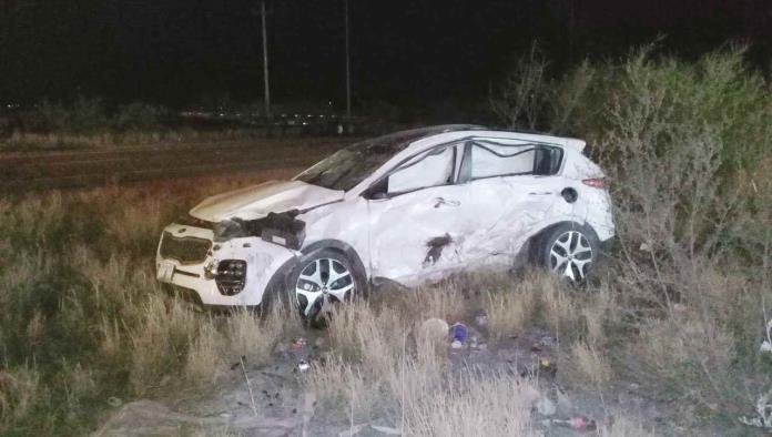 Vuelca mujer tras accidente en Libramiento