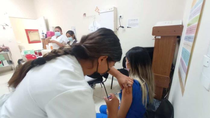 Culmina vacunación de médicos privados
