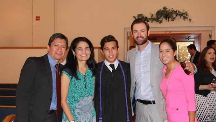 Daniel celebra graduación