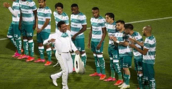 Segob va contra Pablo Montero por su error en Himno Nacional