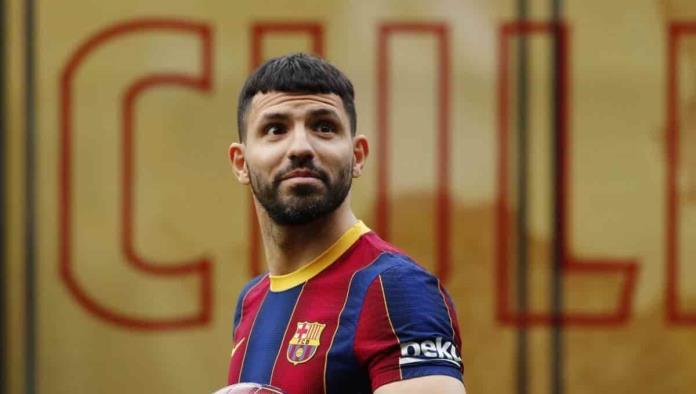 Barcelona presenta al 'Kun' Agüero en el Camp Nou