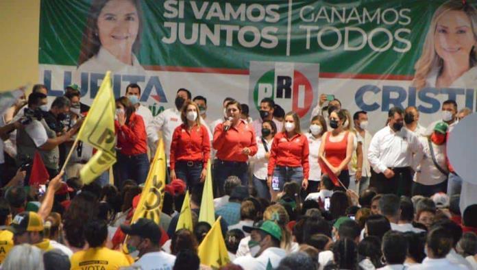 Impactante cierre de Lupita Murguía y Cristina Amezcua