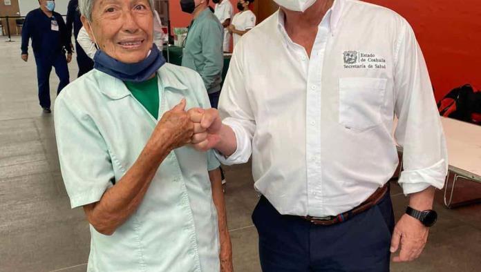 Vacunan a 25 mil abuelos