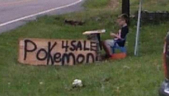 Un niño vende su colección de cartas de Pokémon para salvar a su perro