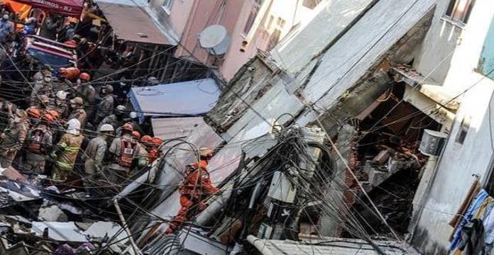 Mueren 2 personas al desplomarse edificio residencial irregular en Río de Janeiro