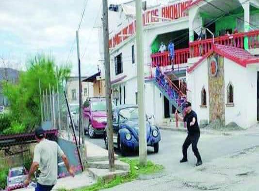 'Gringo loco' aterroriza a su rentera