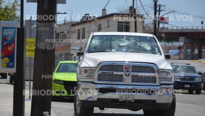 Lapidan camioneta de Erick Zapata