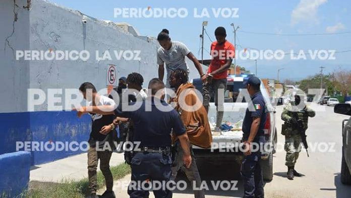 Golpean hondureños a vigilante del INM