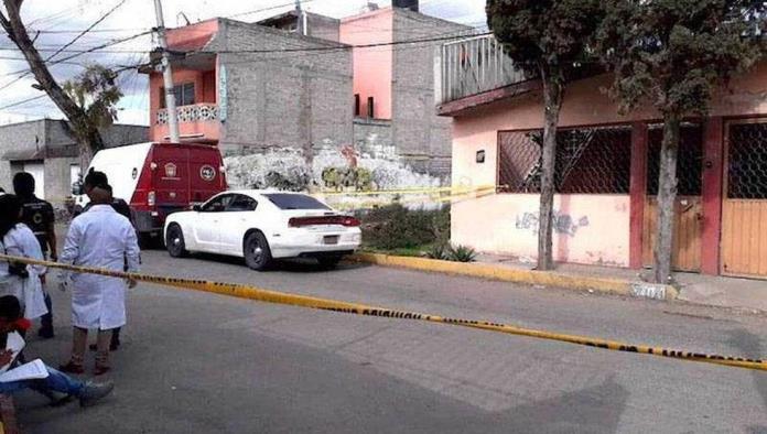 Encuentran a familia enterrada en su domicilio en Ecatepec