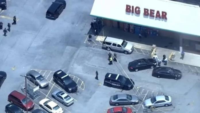 Cliente mató a cajera de un balazo tras discutir por cubrebocas