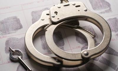 Arrestan a mujer que vendía videos sexuales de sus hijas de 6 y 7 años