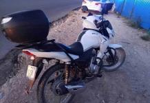 Embiste vehículo a motociclista