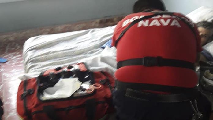 Ayudan bomberos a  personas vulnerables