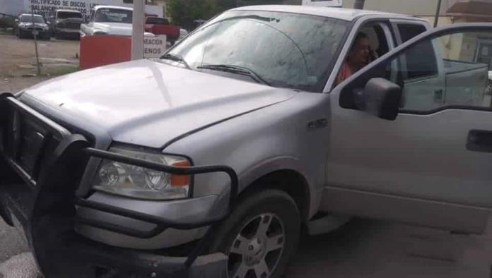Taxista provoca accidente vial