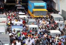 Por festival religioso levantan confinamiento en Bangladesh